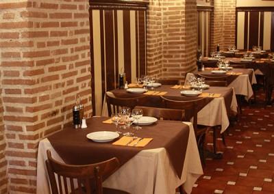 Vistas del salón interior del restaurante JArdín del Príncipe en Aranjuez